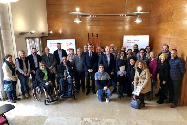 El Ayuntamiento y 14 asociaciones sociales y empresariales se alían en un frente común para crear empleo - 1, Foto 1