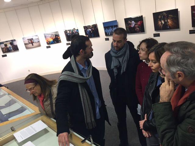 Institutos del municipio visitan la exposición ´Refugiados´ que muestra la vida de alojados en campos de Francia y Grecia - 4, Foto 4