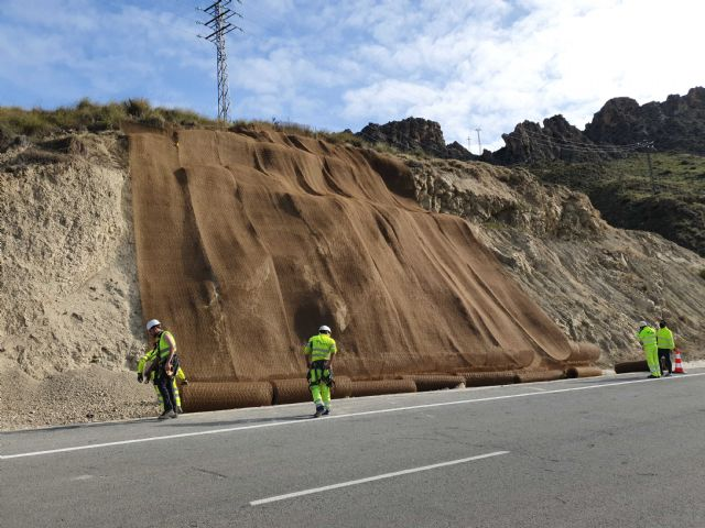 Fomento refuerza la seguridad de los usuarios de la carretera que une Abarán con Blanca gracias a la estabilización de sus taludes - 2, Foto 2
