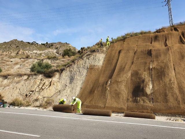 Fomento refuerza la seguridad de los usuarios de la carretera que une Abarán con Blanca gracias a la estabilización de sus taludes - 3, Foto 3