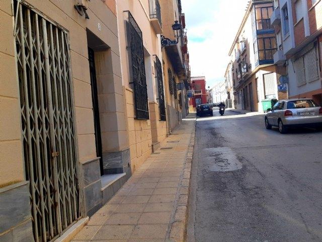 [Acuerdan enajenar la nuda propiedad del local comercial situado en la calle Mayor Sevilla número 7 de esta localidad