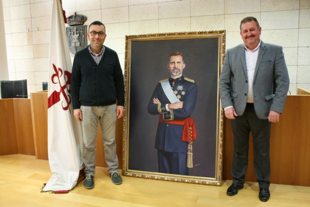 The City Council will place a painting of Felipe VI, property of the neighbor Francisco José Miras, in an outstanding space of reference in the municipal dependencies, Foto 1