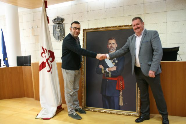 The City Council will place a painting of Felipe VI, property of the neighbor Francisco José Miras, in an outstanding space of reference in the municipal dependencies, Foto 2
