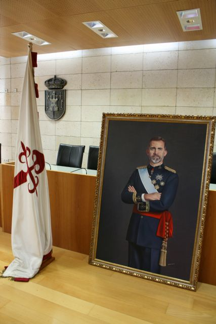 The City Council will place a painting of Felipe VI, property of the neighbor Francisco José Miras, in an outstanding space of reference in the municipal dependencies, Foto 4