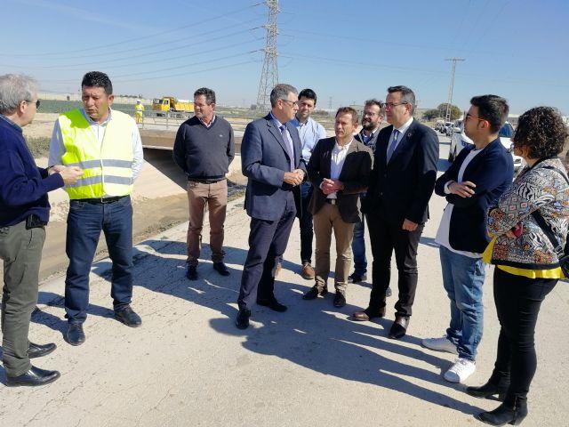 El presidente de la CHS visita las obras de emergencia del canal del postrasvase en el Campo de Cartagena - 2, Foto 2