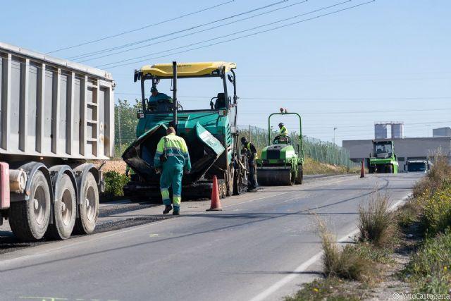 Servicios Públicos repara el firme de la carretera de La Asomada - 1, Foto 1