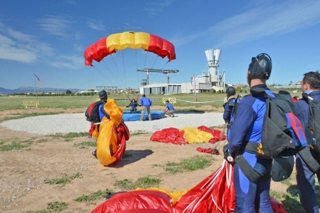 Comenzó en la Base Aérea de Alcantarilla el 50 Campeonato Nacional Militar de Paracaidismo y Torneo Internacional - 1, Foto 1
