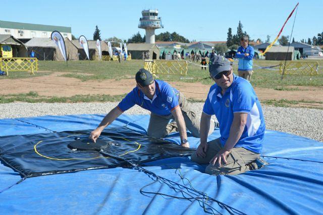 Comenzó en la Base Aérea de Alcantarilla el 50 Campeonato Nacional Militar de Paracaidismo y Torneo Internacional - 3, Foto 3