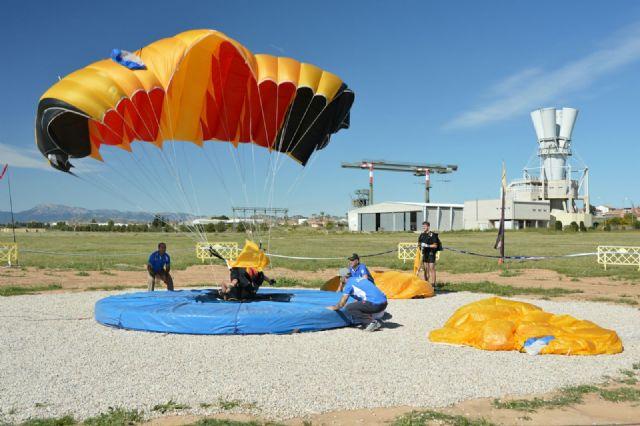 Comenzó en la Base Aérea de Alcantarilla el 50 Campeonato Nacional Militar de Paracaidismo y Torneo Internacional - 4, Foto 4