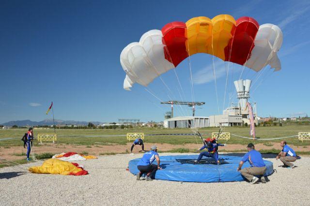 Comenzó en la Base Aérea de Alcantarilla el 50 Campeonato Nacional Militar de Paracaidismo y Torneo Internacional - 5, Foto 5