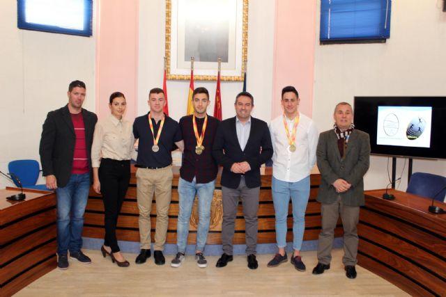 El alcalde de Alcantarilla recibe en el Ayuntamiento a los tres atletas del Nutribán Sociedad Atlética - 1, Foto 1