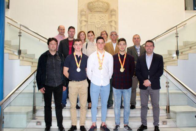 El alcalde de Alcantarilla recibe en el Ayuntamiento a los tres atletas del Nutribán Sociedad Atlética - 2, Foto 2
