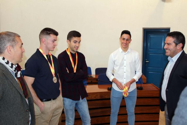 El alcalde de Alcantarilla recibe en el Ayuntamiento a los tres atletas del Nutribán Sociedad Atlética - 3, Foto 3
