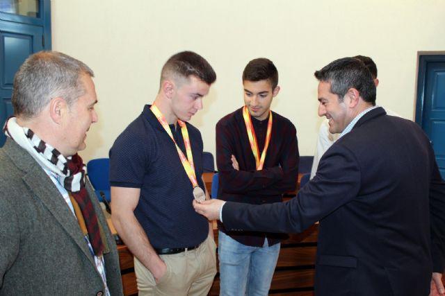 El alcalde de Alcantarilla recibe en el Ayuntamiento a los tres atletas del Nutribán Sociedad Atlética - 4, Foto 4