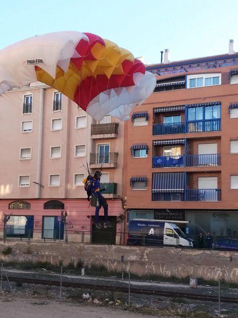 La PAPEA realizó hoy un ensayo del salto paracaidista que realizarán el próximo domingo, en el Encuentro del Resucitado en Alcantarilla - 4, Foto 4