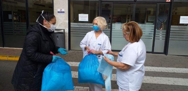 El Ayuntamiento de Lorca pone en marcha una iniciativa solidaria para la realización de material sanitario a través de colectivos, asociaciones de mujeres, particulares y empresas - 1, Foto 1