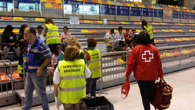 El grupo de Accion Social del Ayuntamiento de Cartagena ha participado con 40 tecnicos en el simulacro del terremoto - 1, Foto 1