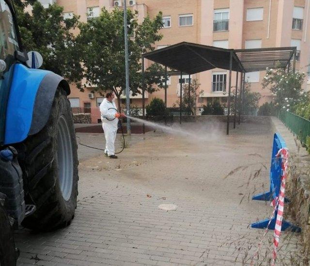 Se intensifica la desinfección de espacios urbanos en jardines y parques ante la salida de los menores - 1, Foto 1