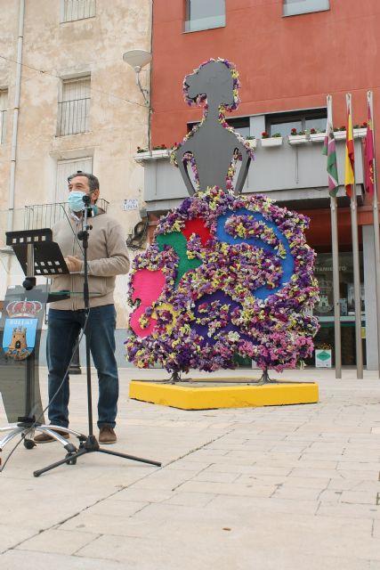 Una huertana de forja con adornos florales rinde homenaje a la Fiesta de San Marcos - 2, Foto 2