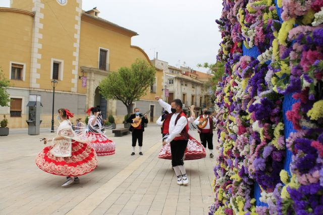 Una huertana de forja con adornos florales rinde homenaje a la Fiesta de San Marcos - 5, Foto 5