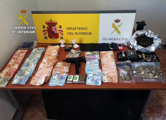 [La Guardia Civil desmantela una experta organización criminal dedicada a la venta de múltiples sustancias estupefacientes en Totana