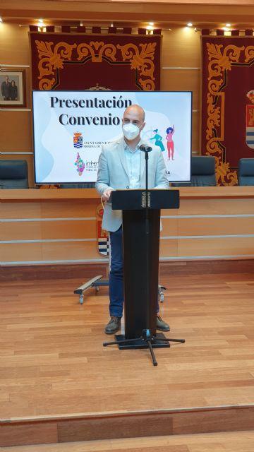 El Ayuntamiento de Molina de Segura y la Federación de Asociaciones de Vecinos Interbarrios firman un convenio de colaboración para el año 2021 - 1, Foto 1