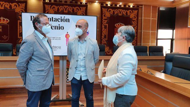 El Ayuntamiento de Molina de Segura y la Federación de Asociaciones de Vecinos Interbarrios firman un convenio de colaboración para el año 2021 - 2, Foto 2