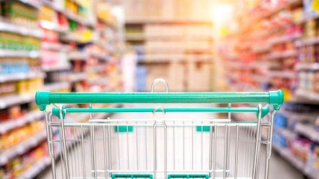 Los supermercados podrán abrir el lunes 3 de mayo al haber tres festivos seguidos en Cieza - 1, Foto 1