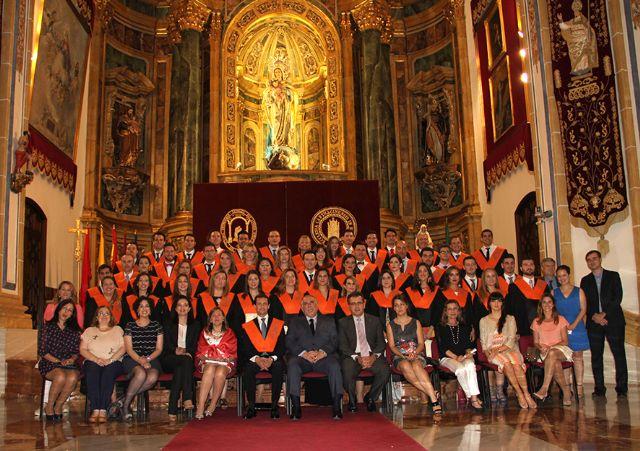 Los alumnos de Turismo y ADE recogen sus becas - 1, Foto 1