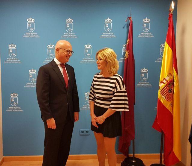 La alcaldesa de Campos del Río se reúne con el consejero de Empleo, Universidades y Empresa, Juan Hernández - 1, Foto 1