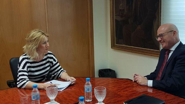 La alcaldesa de Campos del Río se reúne con el consejero de Empleo, Universidades y Empresa, Juan Hernández - 2, Foto 2