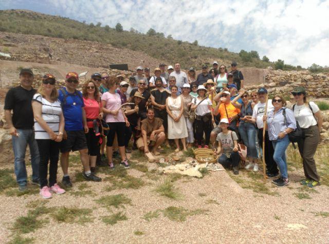 Social graduates and economists participate in Argaric culture workshops in the La Bastida field