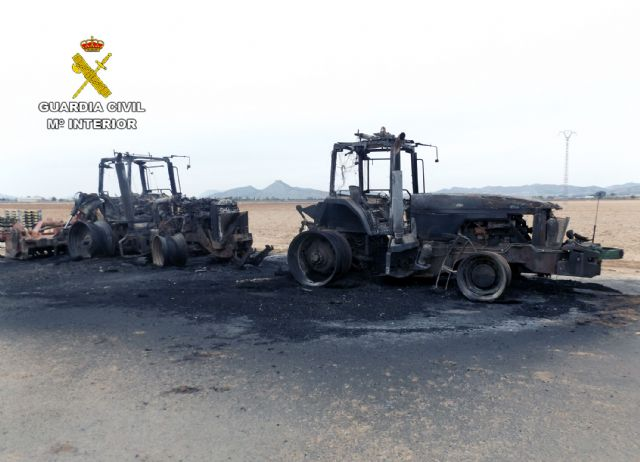 La Guardia Civil investiga a dos personas por el incendio intencionado de una máquina fumigadora - 3, Foto 3