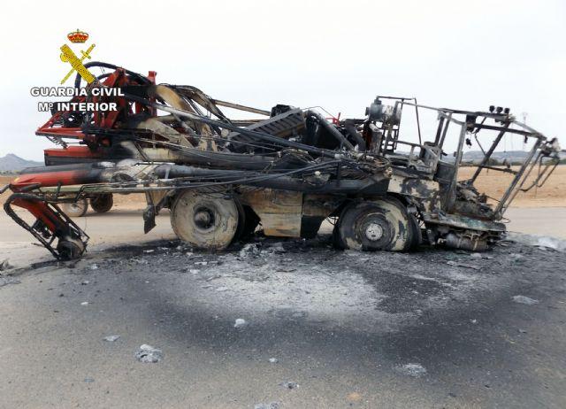 La Guardia Civil investiga a dos personas por el incendio intencionado de una máquina fumigadora - 5, Foto 5