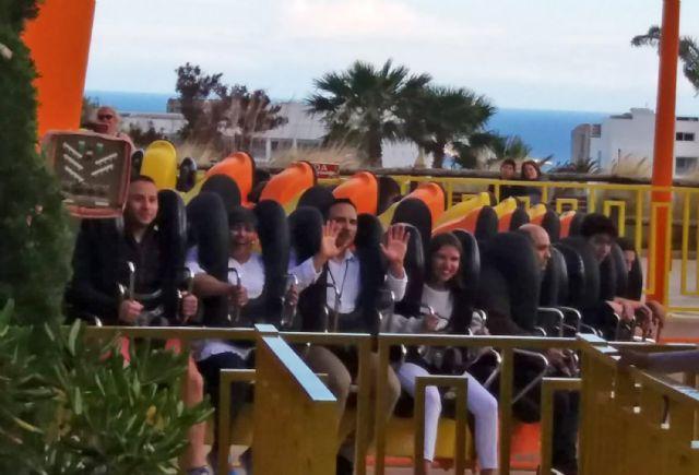 Un centenar de jóvenes torreños disfrutan de un viaje subvencionado a Terra Mítica - 3, Foto 3