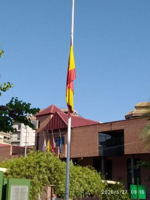 Minuto de silencio en memoria de las personas fallecidas por COVID-19, hoy miércoles 27 de mayo, a las 12.00 horas, en la Plaza de España - 2, Foto 2