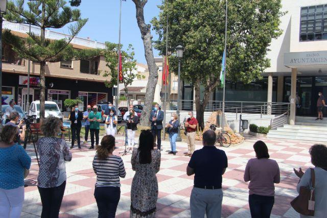 San Pedro del Pinatar se suma al minuto de silencio en memoria de las víctimas del coronavirus - 1, Foto 1