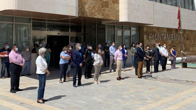 San Javier guarda un minuto de silencio en memoria de los fallecidos por el COVID-19 - 1, Foto 1