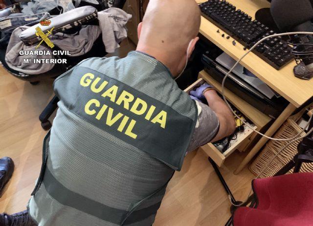 La Guardia Civil detiene a un joven por  delito de corrupción de menores - 3, Foto 3