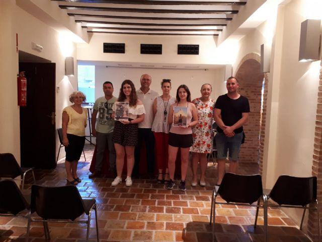 Inés Correia y Mª Jesús Boluda ganan el concurso de portada y contraportada del libro de Fiestas 2018. - 3, Foto 3