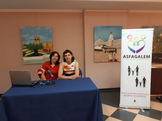 The awareness-raising talk about homo-parental families in charge of the ASFAGALEM Association is celebrated, Foto 6