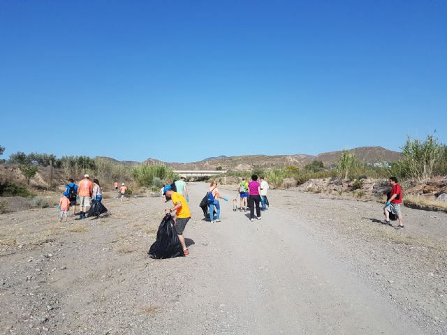 Puerto Lumbreras se suma a la campaña 1m2 por la naturaleza con una jornada de recogida de residuos en la rambla de Vilerda - 1, Foto 1