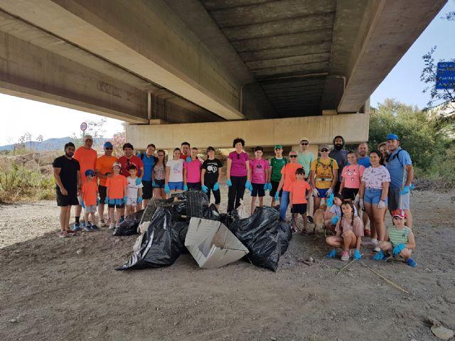 Puerto Lumbreras se suma a la campaña 1m2 por la naturaleza con una jornada de recogida de residuos en la rambla de Vilerda - 2, Foto 2
