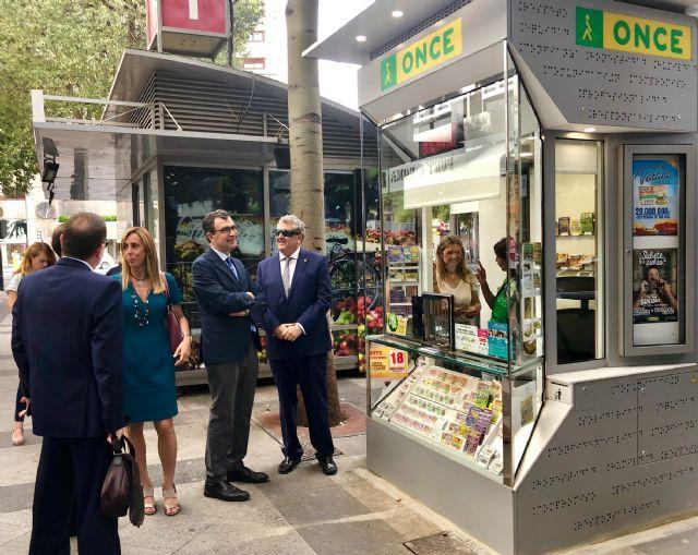 Murcia estrena un nuevo modelo de quiosco para los vendedores de cupones de la ONCE - 1, Foto 1