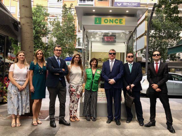 Murcia estrena un nuevo modelo de quiosco para los vendedores de cupones de la ONCE - 2, Foto 2