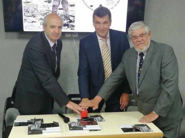 CORREOS presenta un sello que conmemora el 50 aniversario de la llegada del hombre a la luna - 1, Foto 1