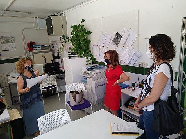 El colegio El Puntal se prepara para el inicio de curso con trabajos de pintura en varias de sus estancias interiores y exteriores - 2, Foto 2