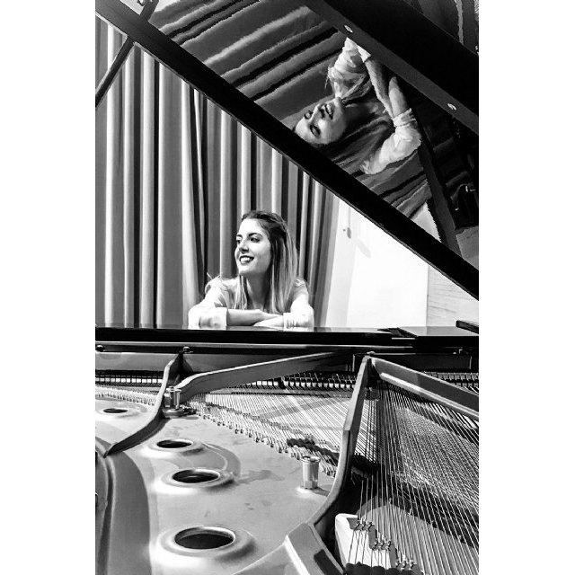 La pianista totanera Mª de los Ángeles Ayala, próxima solista del Concierto Extraordinario de Entre Cuerdas y Metales