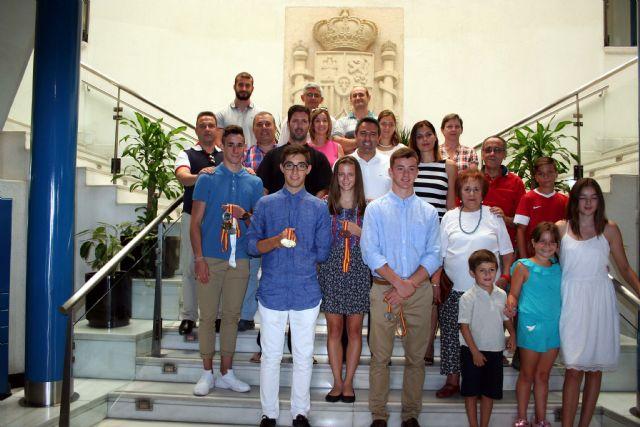 El alcalde recibe en el Ayuntamiento a los últimos campeones del Nutribán Sociedad Atlética Alcantarilla - 2, Foto 2