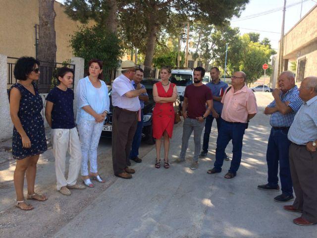 La Alcaldesa de Molina de Segura visita el desarrollo de las obras que se ejecutan con cargo a los Presupuestos Participativos 2016 - 1, Foto 1